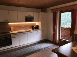 Küche - Ferienwohnung A